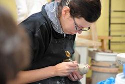 Arbeiten in der Keramikwerkstatt.
