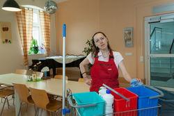 Reinigung des Speiseraums der Werkstatt Cottbus Mitte.