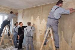 Voller Einsatz bei einer Wohnungsrückrenovierung.