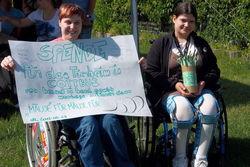 Mitarbeiter sammelten Spenden für das Cottbuser Tierheim.