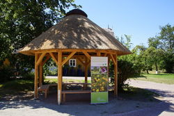 Kleiner Pavillon auf dem Gelände des Schlossberghofs.