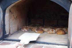 Leckere Brote aus dem Holzbackofen.