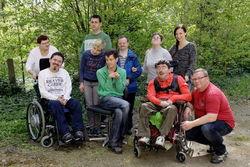 Mitarbeiter mit Gruppenleiterin am Standort Ostrower Damm.
